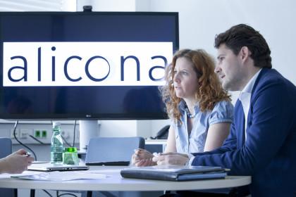 Mitarbeiter im Gespräch ©ICS