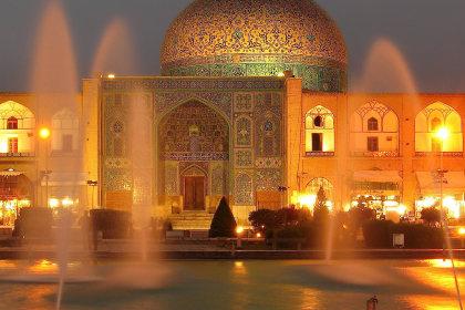"Iranische Moschee ©<span id=""attribution""><b><a href=""https://www.flickr.com/photos/alwaysshooting/14355702394/in/photolist-nSyJbf-aqu8wj-73d7gc-zF42Qz-zAzAGN-yJaCgz-KkFzH7-zCTRgP-zmgig9-zos6M1-Kv3XPi-K4XcTC-zAL7UC-zFXKCe-zAzBV9-zCJBMd-zDWEfq-zosbPq-K4R1g1-jRMn25-6E3xMy-dnca8A-rksYoR-dmN2gJ-qoGy6T-9QNnPx-Fh4AZF-6Pk9n4-ovmVwT-PHV7Ej-LB45Rr-mLHSuL-qoucEC-r43JCn-qoGyeZ-dmNEYY-r3WvNC-auMEWt-auQkRq-r29y18-6F2dNM-qoucj7-auMEM4-Hf1PbW-auMEk2-auQkc1-rkpAFA-auMFqZ-auQmbh-4cgy4E"">Gray Dome at Dusk</a></b> by <b><a href=""https://www.flickr.com/photos/alwaysshooting/"">Always Shooting</a></b> / <b><a href=""https://creativecommons.org/licenses/by/2.0/"">CC BY 2.0</a></b></span>"