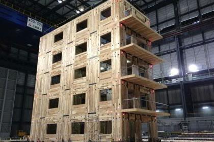 Erdbebensichere Holz-Massivbauweise