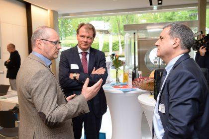 ©Foto Fischer | Robert Brugger (li) mit den beiden Keynote-Speakern Alexander Busch (mitte) und J. Humberto Lopez (re)
